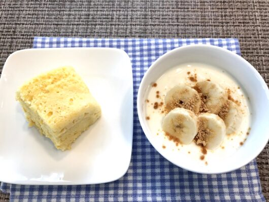 蒸しパンとバナナヨーグルト