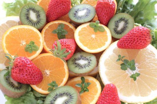 キウイやいちごなどの果物