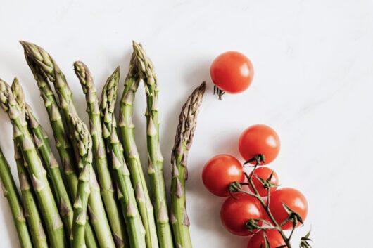 アスパラガスとトマト
