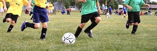 サッカーをしている子どもたち